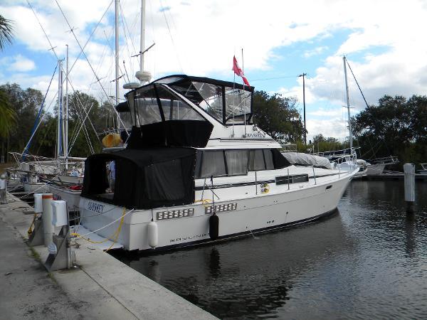 Bayliner 38  Starboard Profile