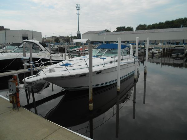 Sea Ray 370 Express Cruiser