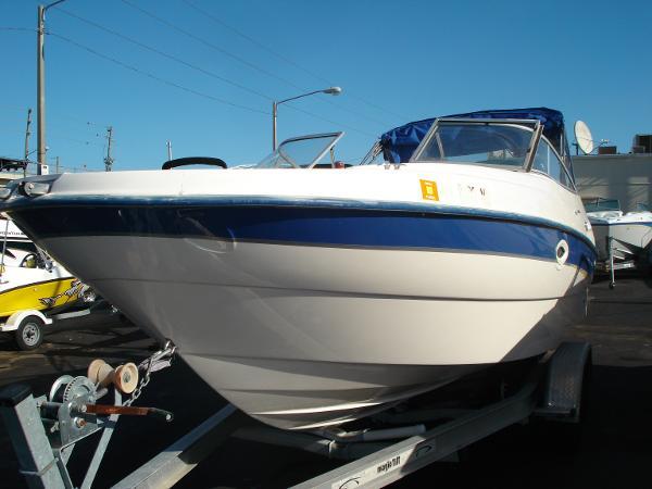 Bayliner 249 SD Deckboat