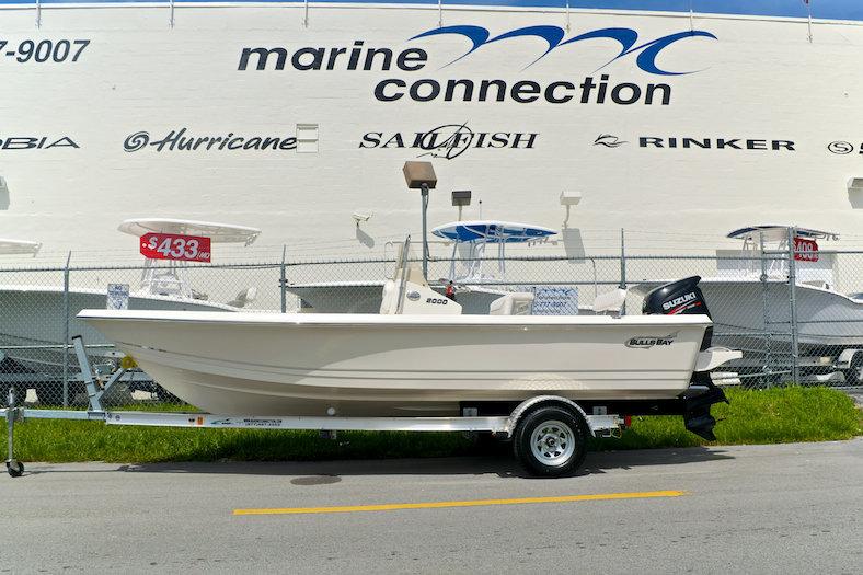 Bulls Bay 2000 Bay Boat