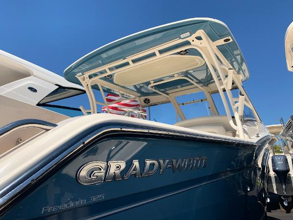 Grady-White Freedom 325