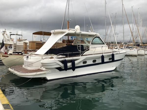 Motor Yacht Blue Navy 43 Hard Top