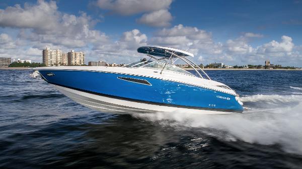Cobalt R35 Sport Yacht Profile Running Port