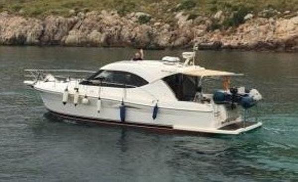 Riviera 3600 Sport Yacht