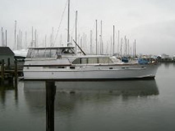 Matthews Tri-Cabin Motoryacht starboard profile