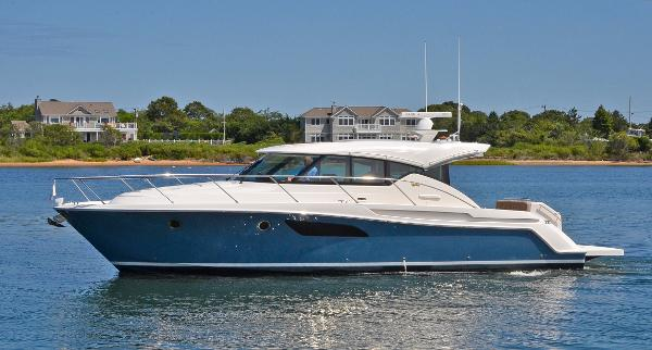 Tiara 44 Sport Coupe Port Side