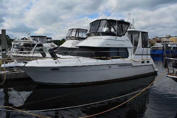 Carver 356 Aft Cabin Motor Yacht Profile