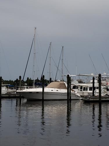 Sea Ray Sundancer Port side Forward