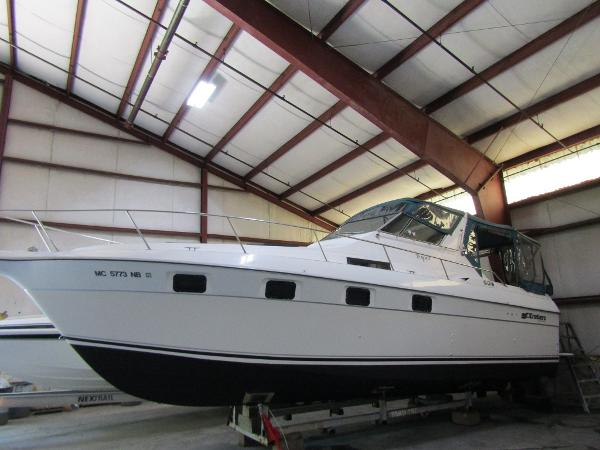 Cruisers 3370 Esprit Exterior Profile
