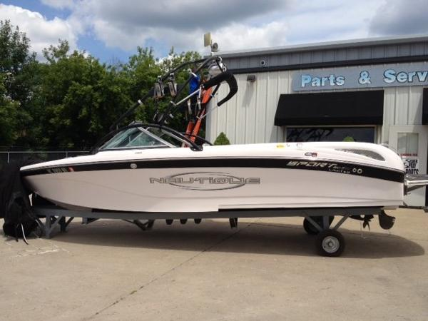 Correct Craft Sport Nautique SV211 LE Open Bow