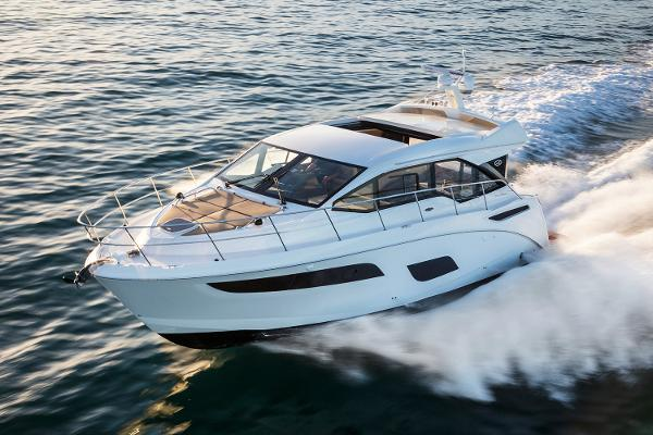 Sea Ray 460 Sundancer Manufacturer Provided Image