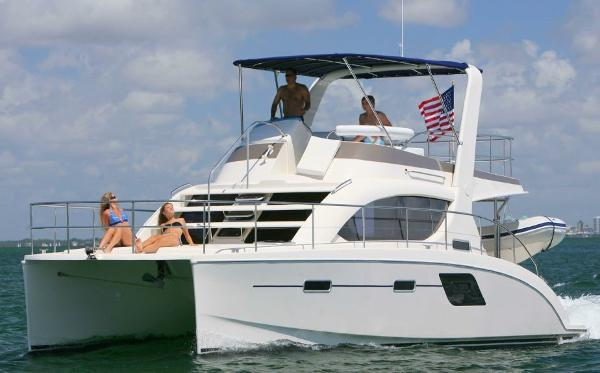 Power Catamaran Aquila 38