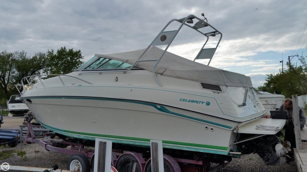 Celebrity 29 Sport Cruiser 1993 Celebrity 29 Sport Cruiser for sale in Fox Lake, IL