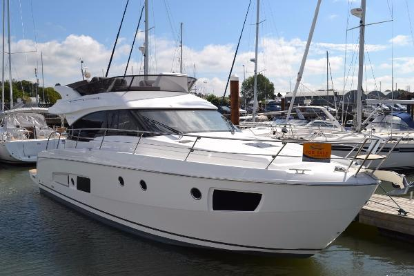 Bavaria Virtess 420 Flybridge On berth