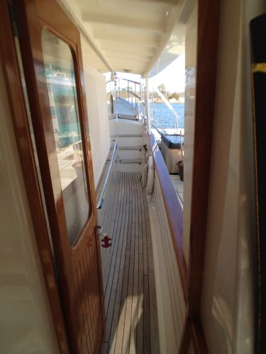 Starboard Walkway to Bow