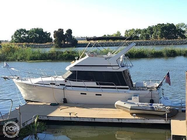 Bayliner EXPLORER 3270 - Double Cabin Flybridge Motor Yacht 1986 Bayliner 32 for sale in Discovery Bay, CA