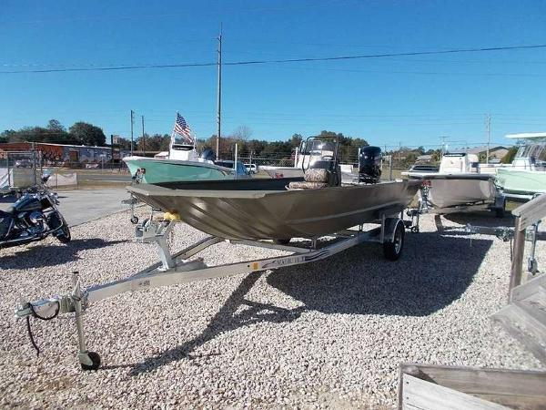 White River Marine Group 2072 MVX CC