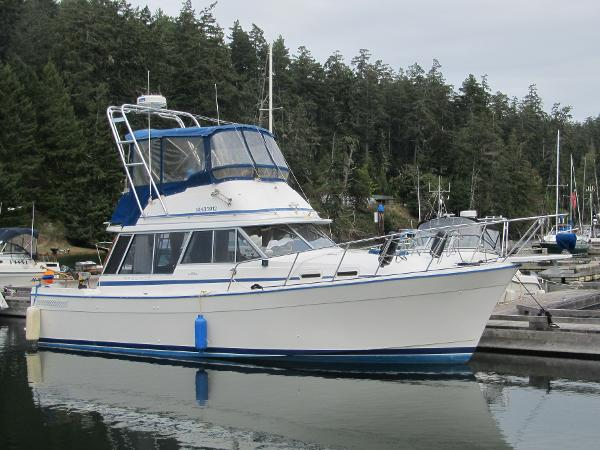 Bayliner 3270 dockside