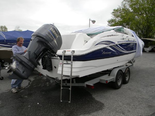 Hurricane SunDeck 2400 OB