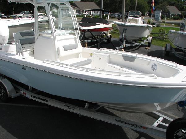 Everglades Boats 243 Cc Starboard Profile