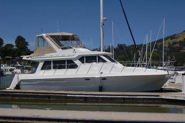 Navigator 44 Classic Exterior Starboard