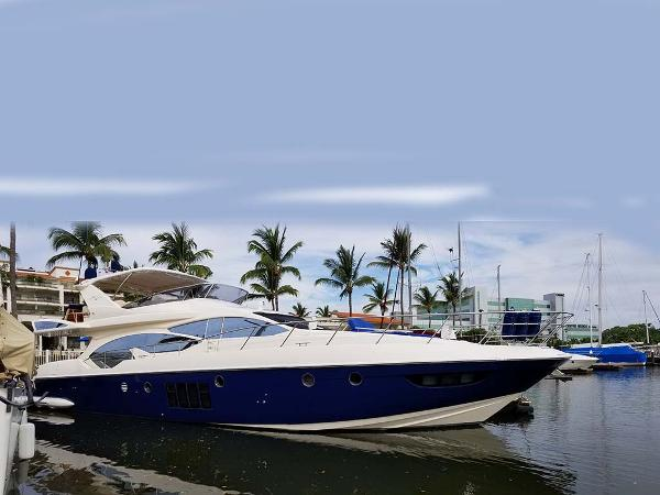 Azimut 70 Flybridge Profile