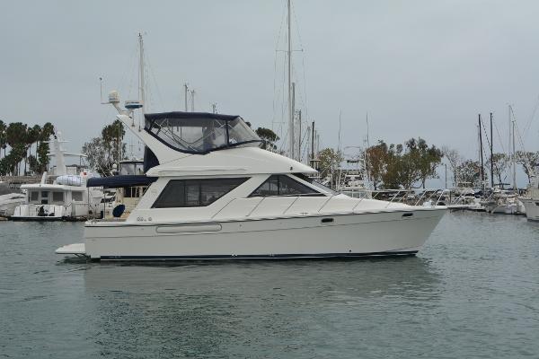 Bayliner 39 Motoryacht Starboard Profile