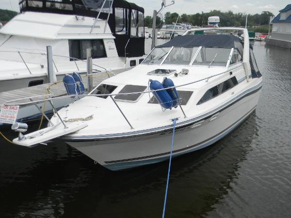 Bayliner 2850 Contessa Exterior Bow Profile