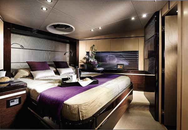 Sunseeker Manhattan 55 Forward Cabin