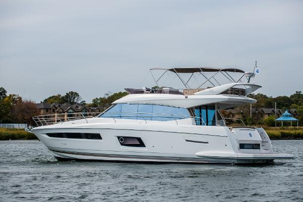 Prestige 550 Flybridge Port Side