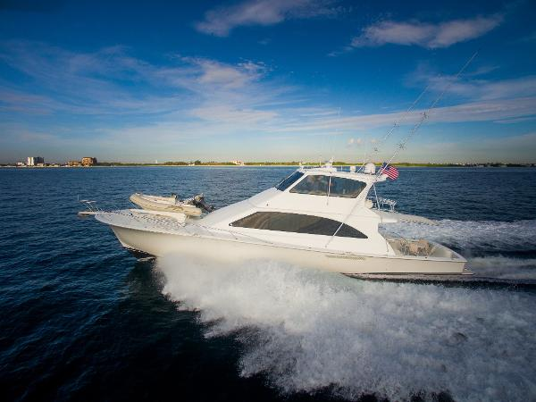 Ocean Yachts Super Sport Port running shot