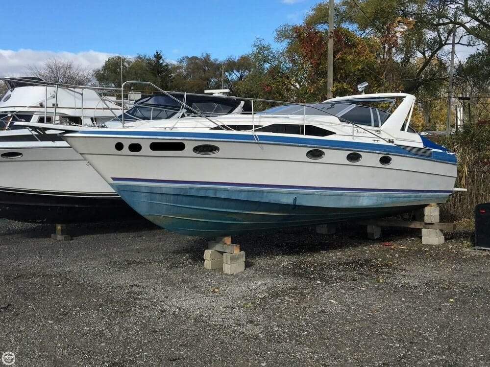Bayliner 3450 Avanti Sunbridge 1987 Bayliner 3450 Avanti Sunbridge for sale in Chesterfield, MI