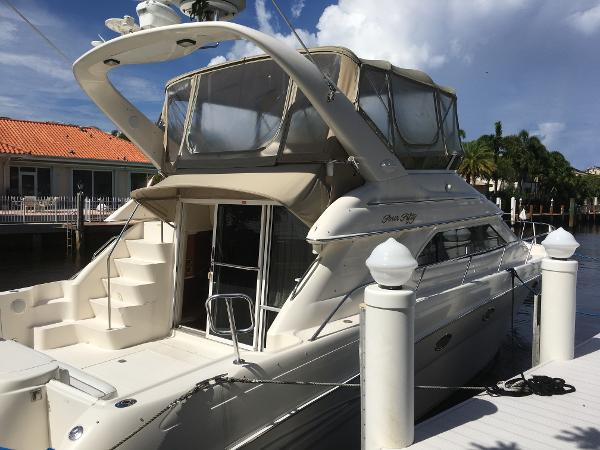 Sea Ray 450 Express Bridge Starboard Aft