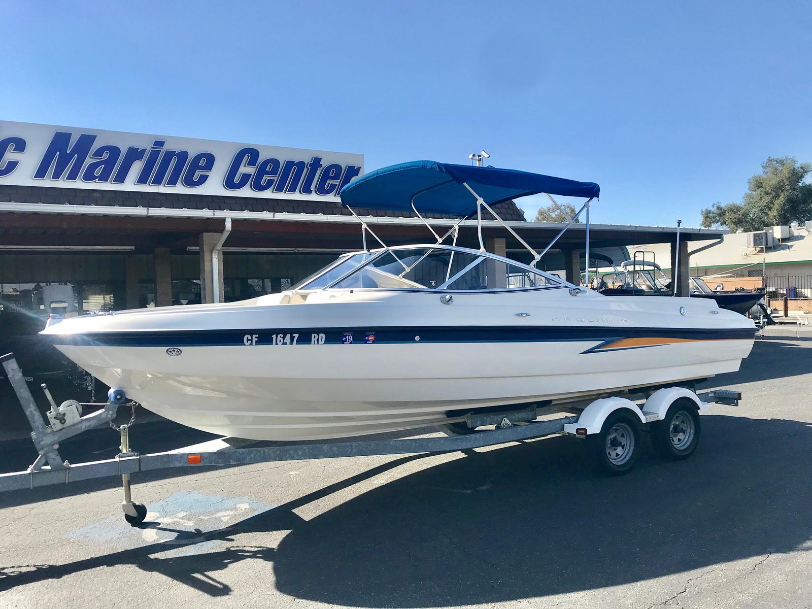 Bayliner International 225
