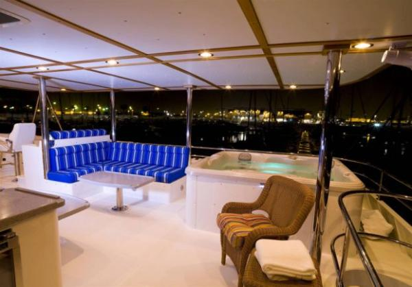 Flybridge seating and hot tub