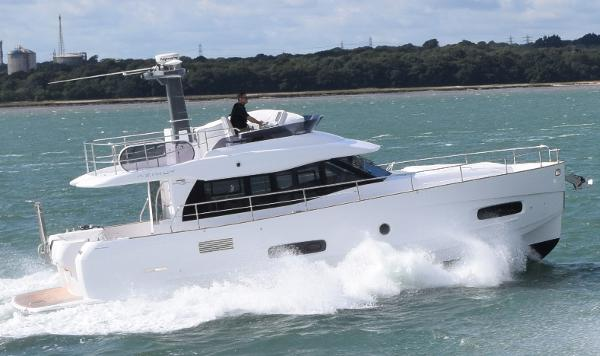 Azimut Magellano 43 Azimut Magellano 43 - On the water 1