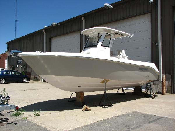 Everglades Boats 255 Center Console Port Bow