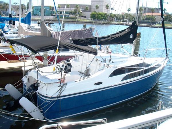 Macgregor 26M Powersailer Profile_Starboard