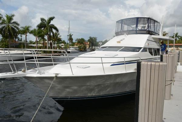Mainship Sundeck Motor Yacht Bow