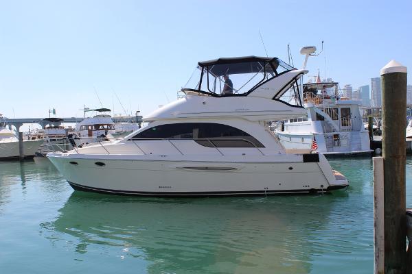 Meridian 381 Sedan