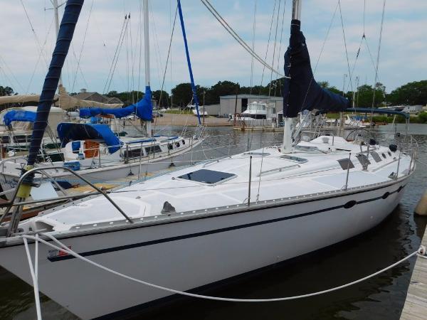 Hunter 45 LEGEND Port Bow