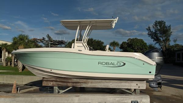 Robalo R 200 CC