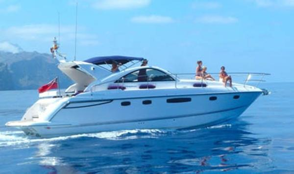 Fairline Targa 44 At sea