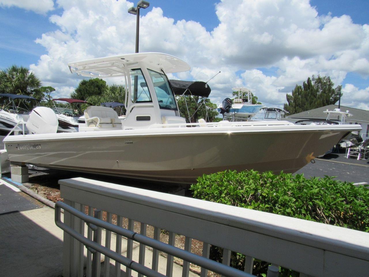 Everglades 253 CC