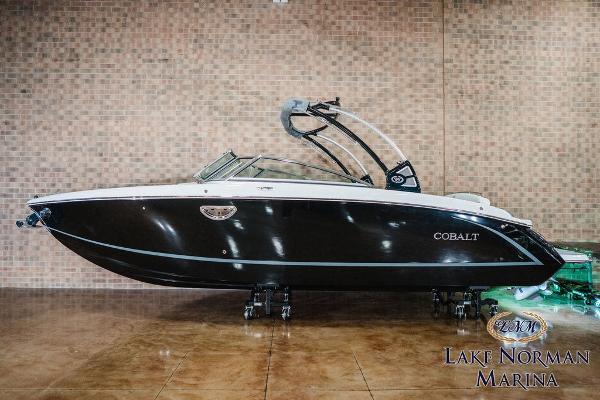 Cobalt Boats R7