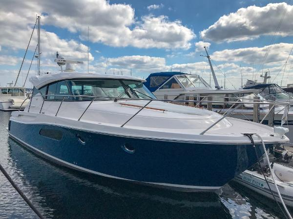 Tiara 44 Coupe Starboard Side