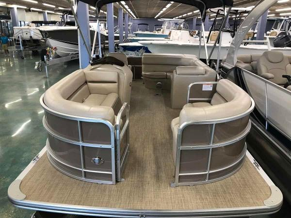 South Bay pontoon s220CR