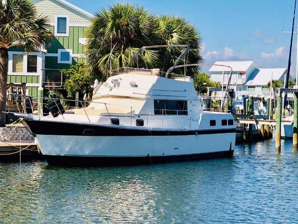 Carver 3607 Aft Cabin Motoryacht Profile