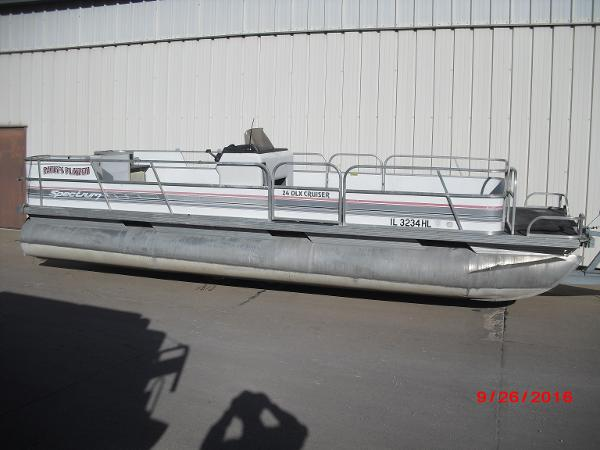 Spectrum 24' Pontoon