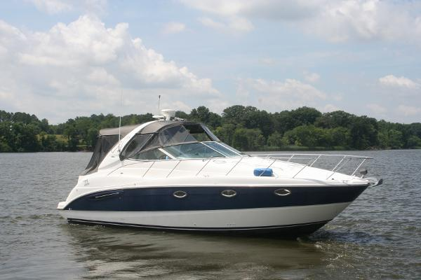 Maxum 3500 SY Starboard side exterior